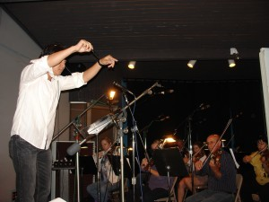 DSC07171_luan_conducting